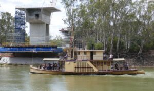 PS Alexander Arbuthnot passes the new under-construction Echuca-Moama bridge